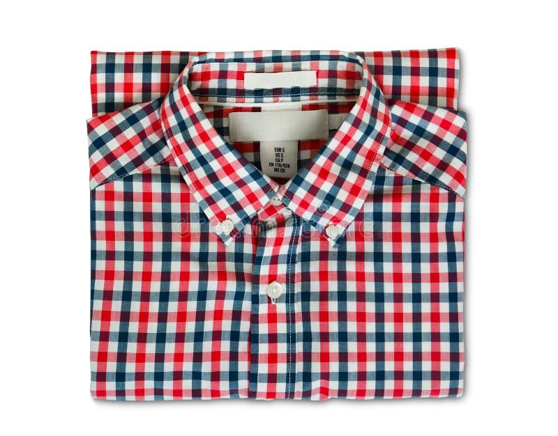 Trayectoria de recortes, vista superior de la camisa de tela escocesa roja y azul doblada del color aislada en el fondo blanco imagen de archivo