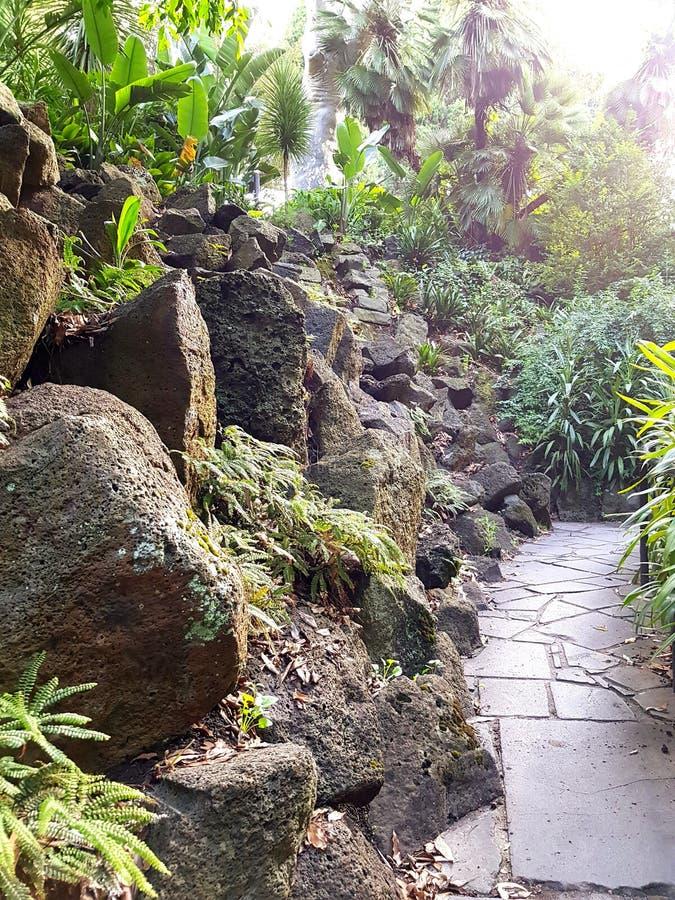 Trayectoria del jardín de rocalla fotografía de archivo