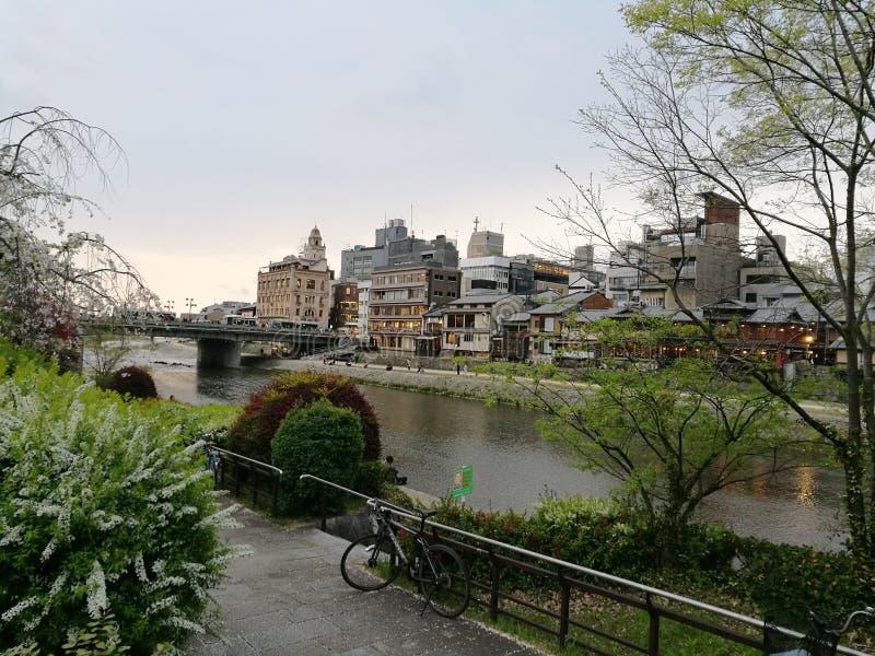 Trayectoria por el río fotos de archivo