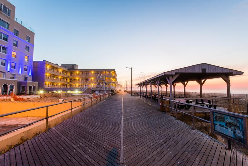 Trayectoria que lleva a la playa de la ciudad del ventnor en Atlantic City, New Jersey imágenes de archivo libres de regalías