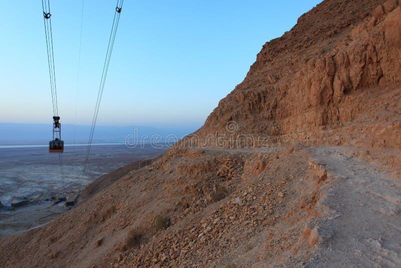 Trayectoria y cablecarril - Israel de la serpiente de Masada fotografía de archivo libre de regalías