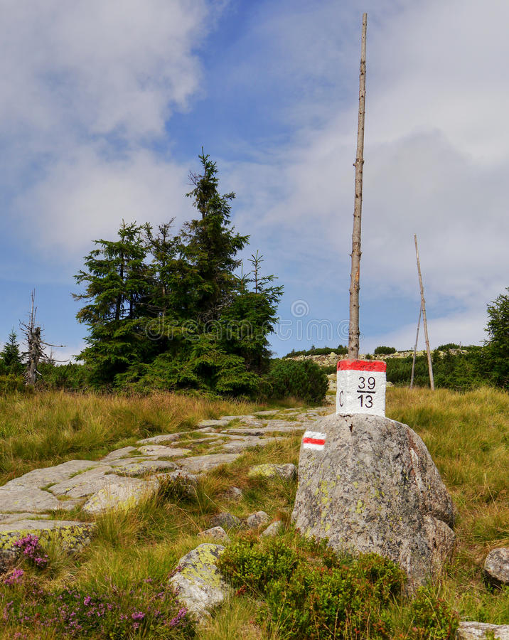 Trayectorias de la montaña imágenes de archivo libres de regalías