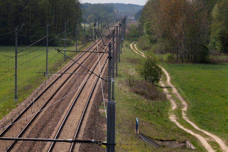 Trazione ferroviaria elettrica nella foresta 1 fotografie stock libere da diritti