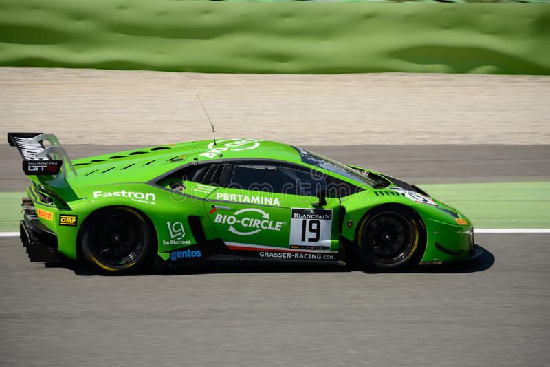 TRB Grasser Lamborghini que compite con Huracan GT3 en Monza imagenes de archivo