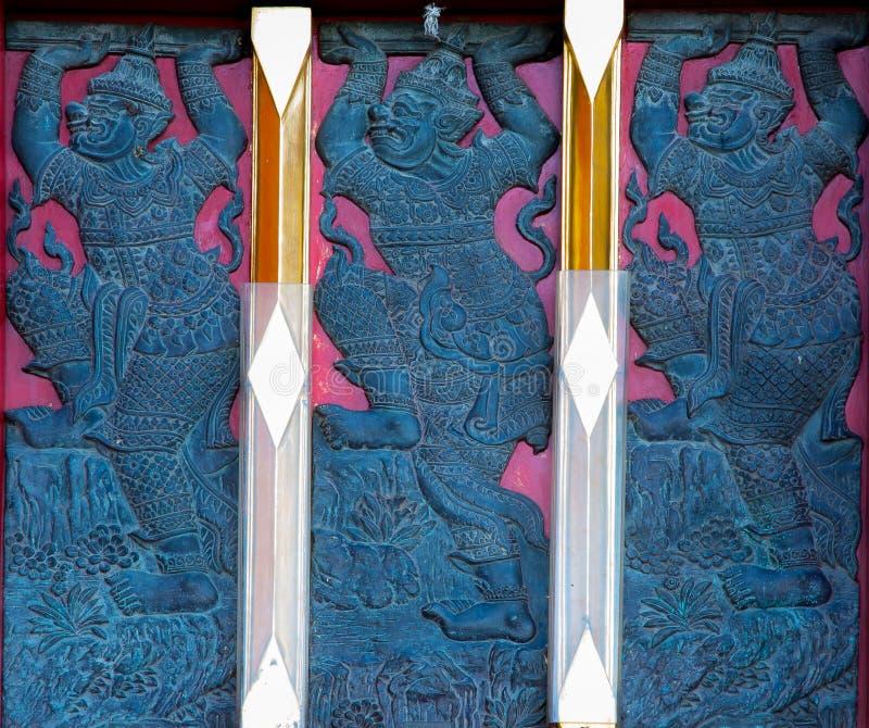Tre änglar på väggarna av templet royaltyfria bilder
