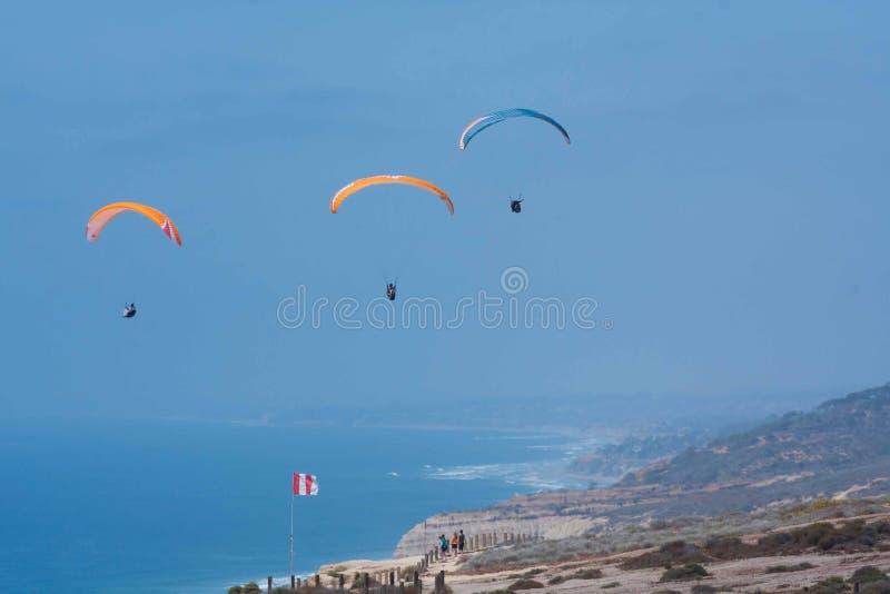 Tre alianti a Torrey Pines Gliderport a La Jolla fotografia stock libera da diritti