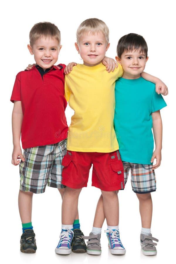 Tre amici sorridenti di modo piccoli fotografia stock libera da diritti