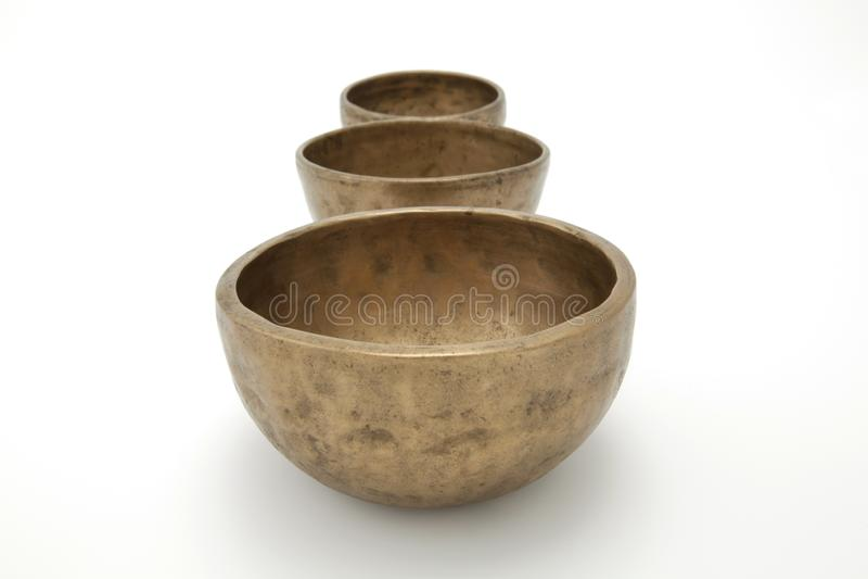 Tre Antique Piccole Bowl Di Cantanti Tibetani immagini stock