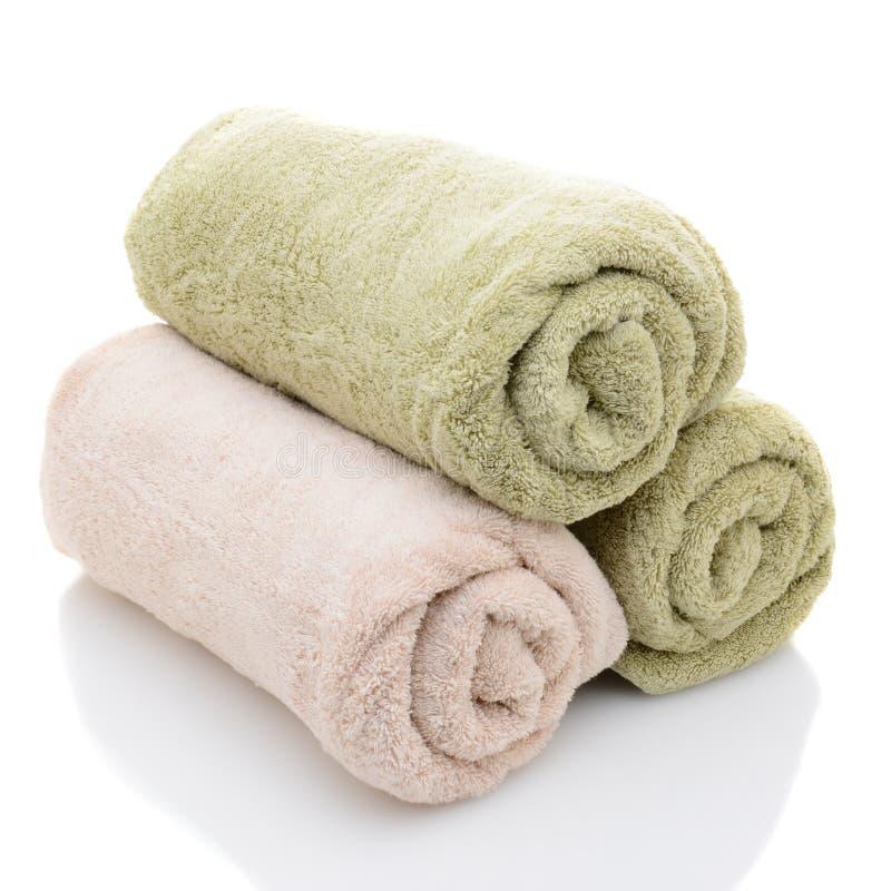 Tre asciugamani di bagno rotolati immagini stock libere da diritti