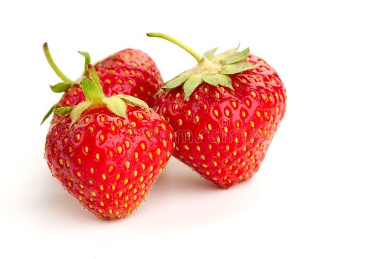 Tre bär av mogna saftiga jordgubbar arkivfoto