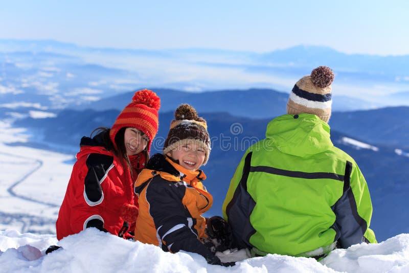 Tre bambini nella neve fotografia stock libera da diritti