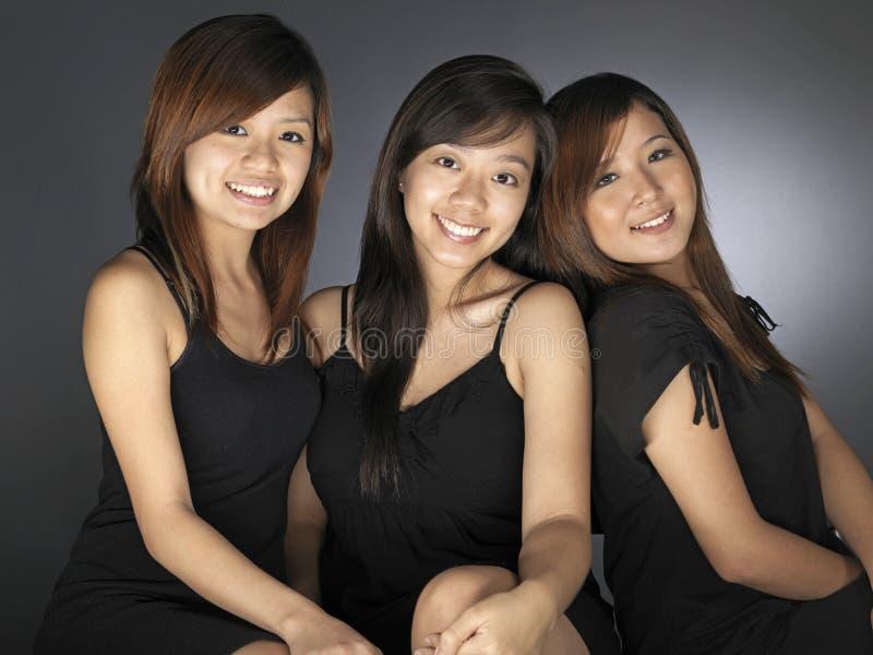 Tre belle giovani donne asiatiche fotografia stock