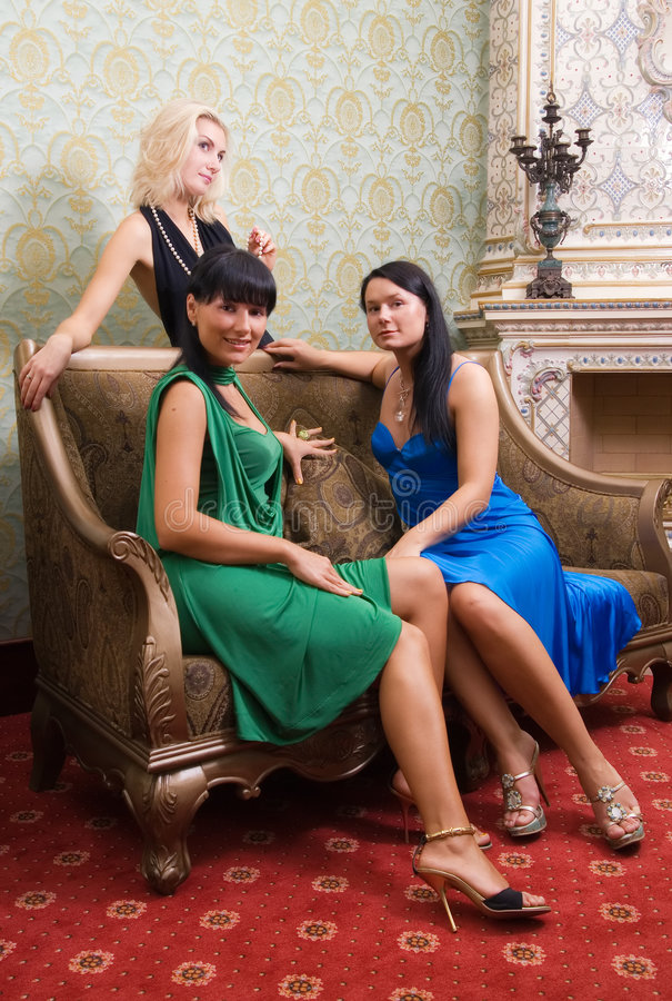 Download Tre belle ragazze fotografia stock. Immagine di attraente - 3133680