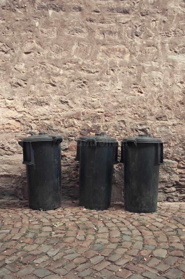 Bidoni della spazzatura di Blak fotografie stock libere da diritti