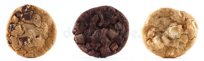 Tre biscotti contro una priorità bassa isolata fotografie stock libere da diritti