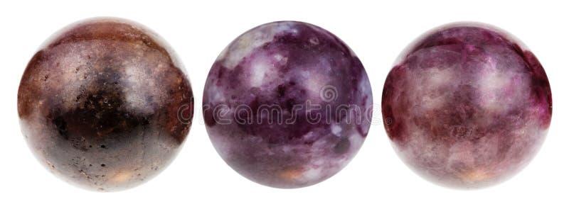 Tre bollar från den isolerade Tourmalinegemstonen royaltyfria bilder