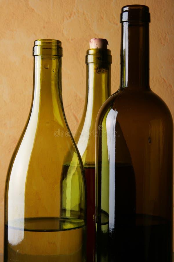 Tre bottiglie di vino fotografie stock libere da diritti