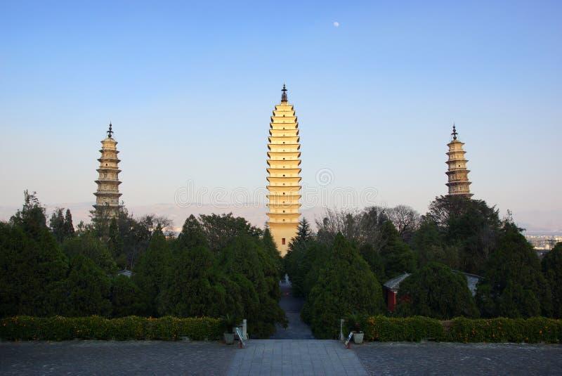 Tre buddistiska pagoder i Dali den gamla staden, Yunnan landskap, Kina royaltyfri foto