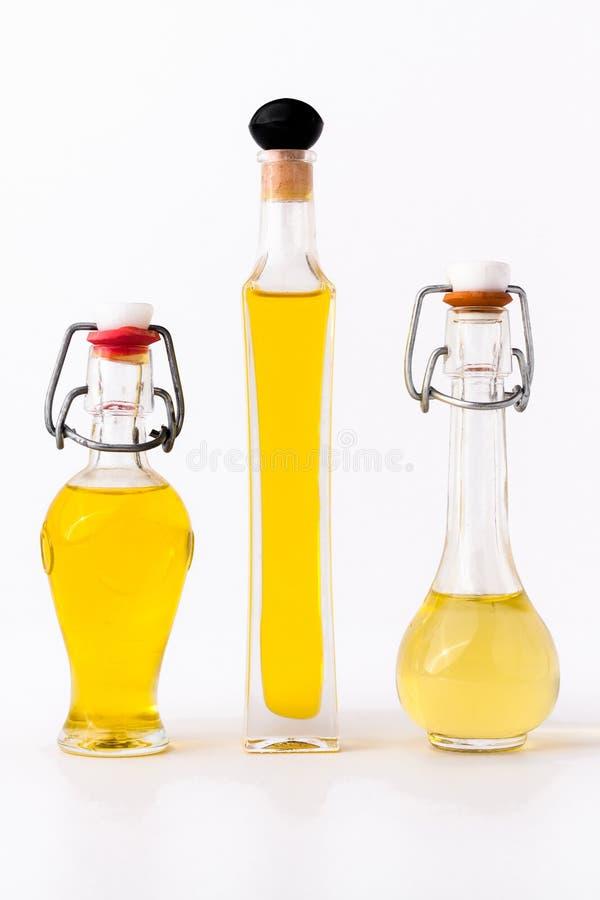 Tre buteljerar av olivolja arkivfoton