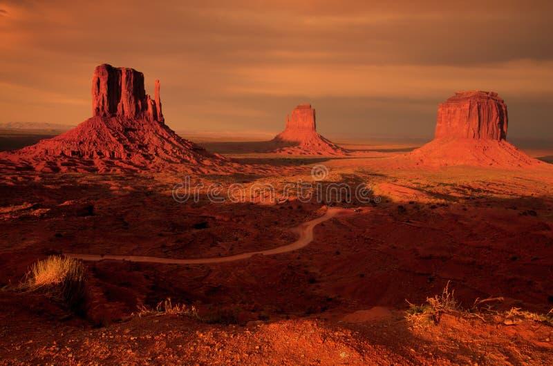 Download Tre buttes del guanto fotografia stock. Immagine di deserto - 3137296