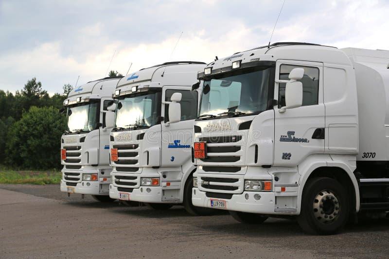 Tre camion bianchi di Scania R480 fotografie stock libere da diritti