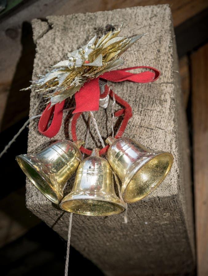 Tre campane sulla corda rossa fotografia stock