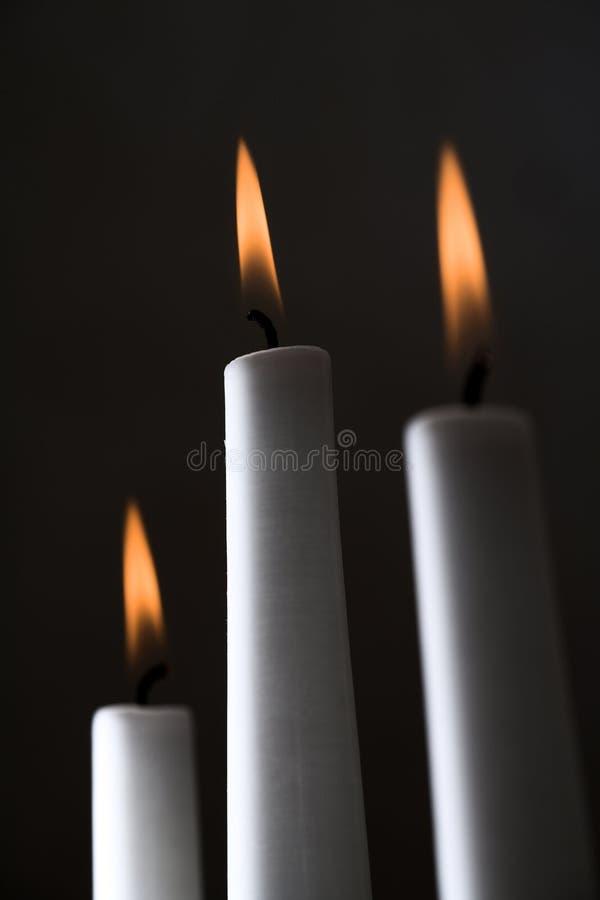 Tre candele bianche immagine stock libera da diritti
