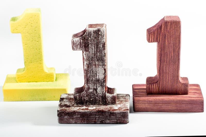 Tre cifre una di legno fotografie stock libere da diritti
