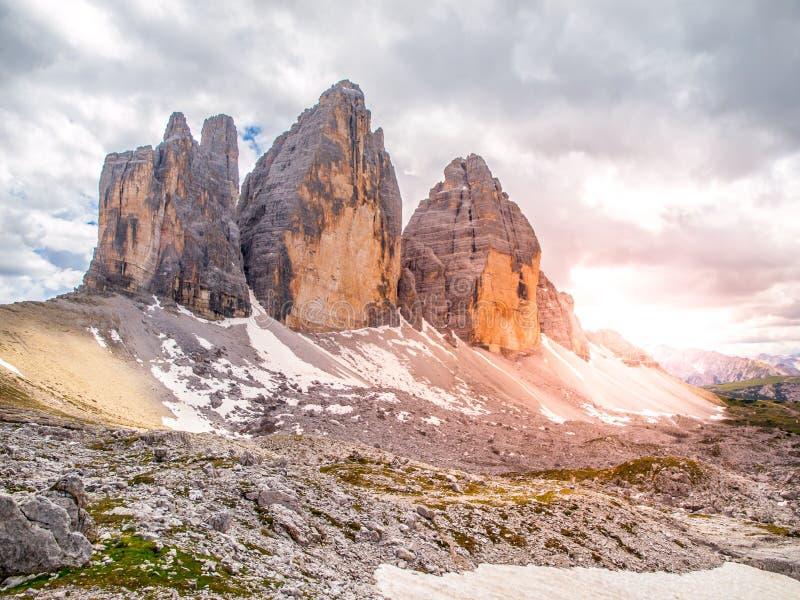 Tre Cime di Lavaredo, aka Drei Zinnen Северная сторона горной породы в доломитах Sexten, Италии стоковое изображение rf