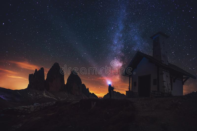 Tre Cime di Lavaredo na noite nas dolomites em Itália, Europa foto de stock