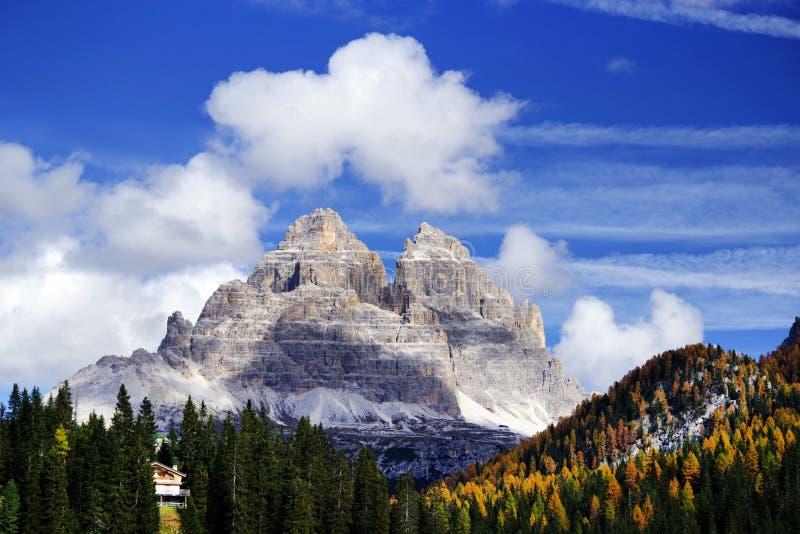 Tre Cime Di Lavaredo w jesieni widzieć od Misurina jeziora obraz stock