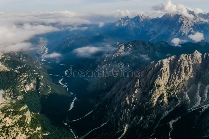 Tre Cime-top in de wolken stock afbeeldingen