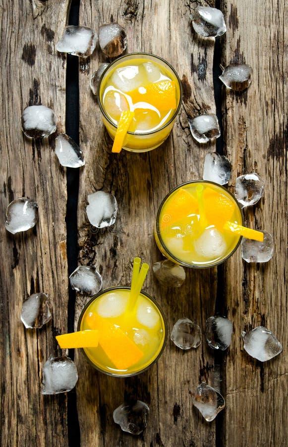 Tre coctailar från nya apelsiner arkivfoton