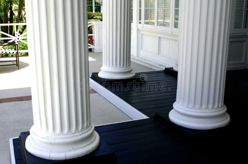 Tre colonne bianche fotografia stock