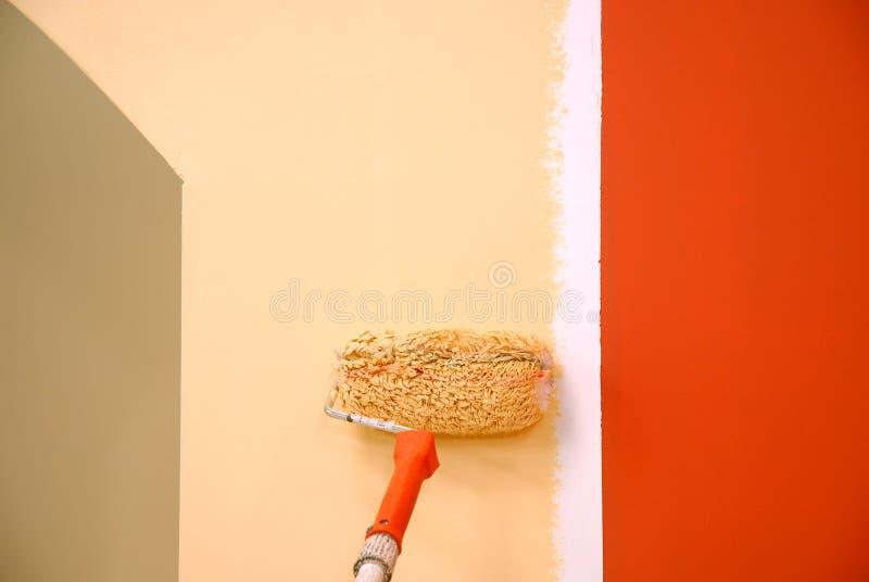 Tre colori che verniciano una parete fotografia stock libera da diritti