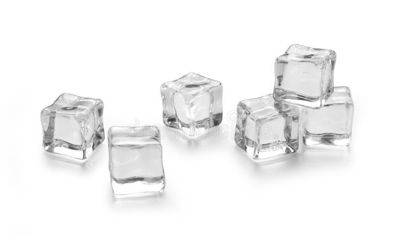 Tre cubetti di ghiaccio su bianco fotografia stock