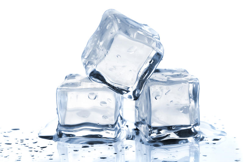 Tre cubi di ghiaccio di fusione immagine stock