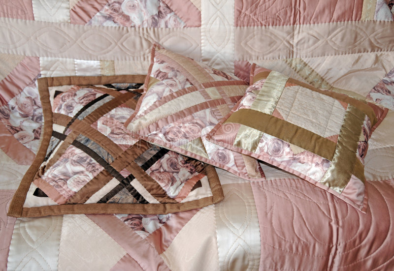 Tre cuscini imbottiti immagine stock libera da diritti
