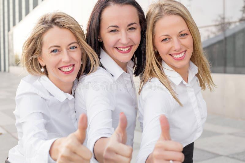 Tre donne di affari del succesfull fotografia stock