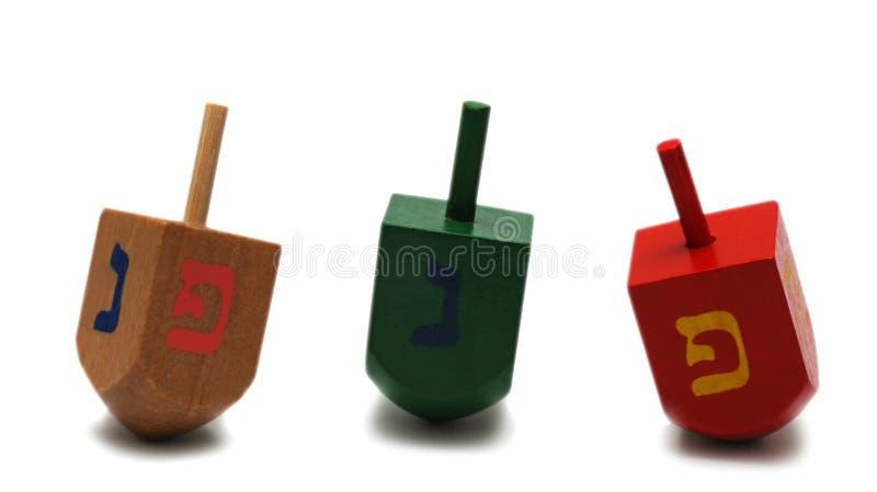 Tre dreidels - simbolo di hanukkah immagine stock