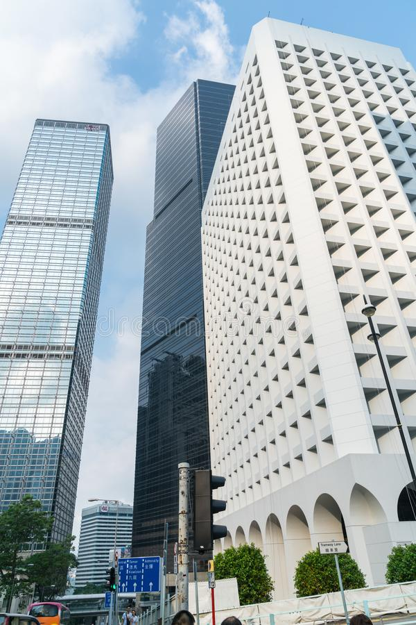 Tre facciate architettoniche differenti dei grattacieli che si elevano da immagine stock libera da diritti