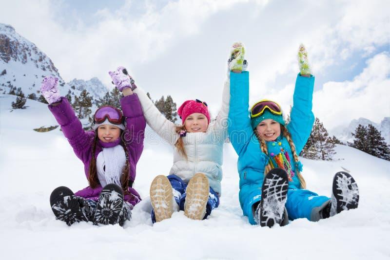 Tre flickor på snödag arkivfoto