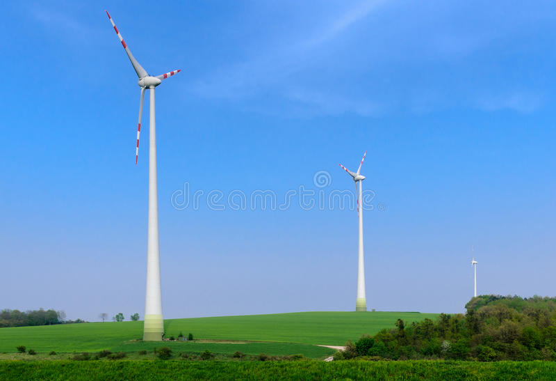 Tre generatori eolici fotografia stock