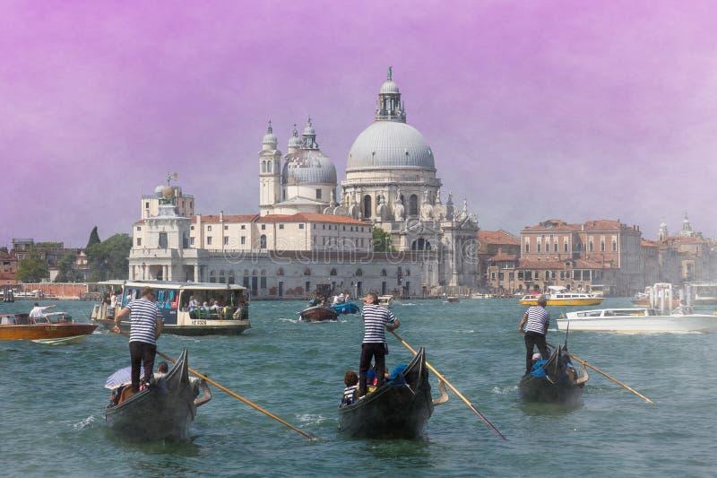 Tre gondoler på den stora och Santa Maria della Salute kyrka kanalen arkivfoton