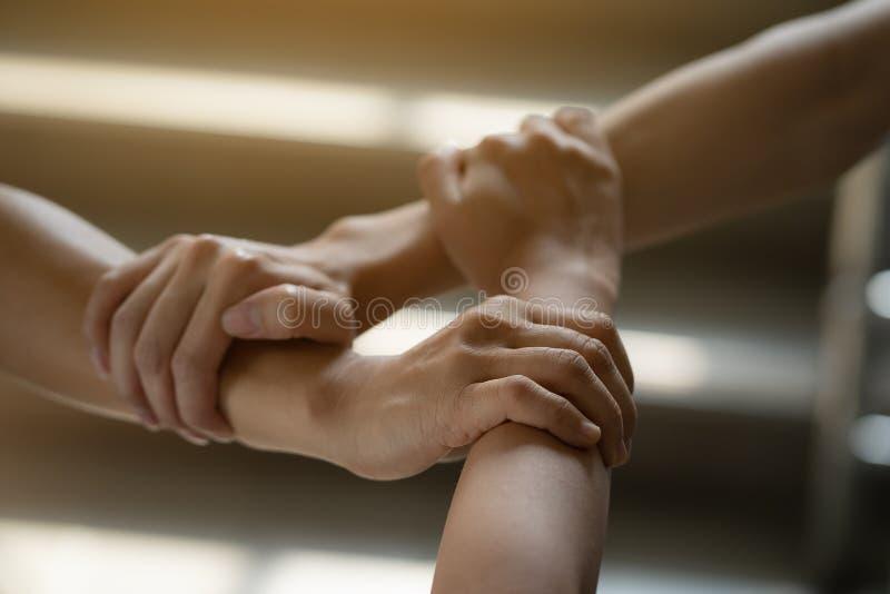 Tre händer var ett samarbete arkivfoton