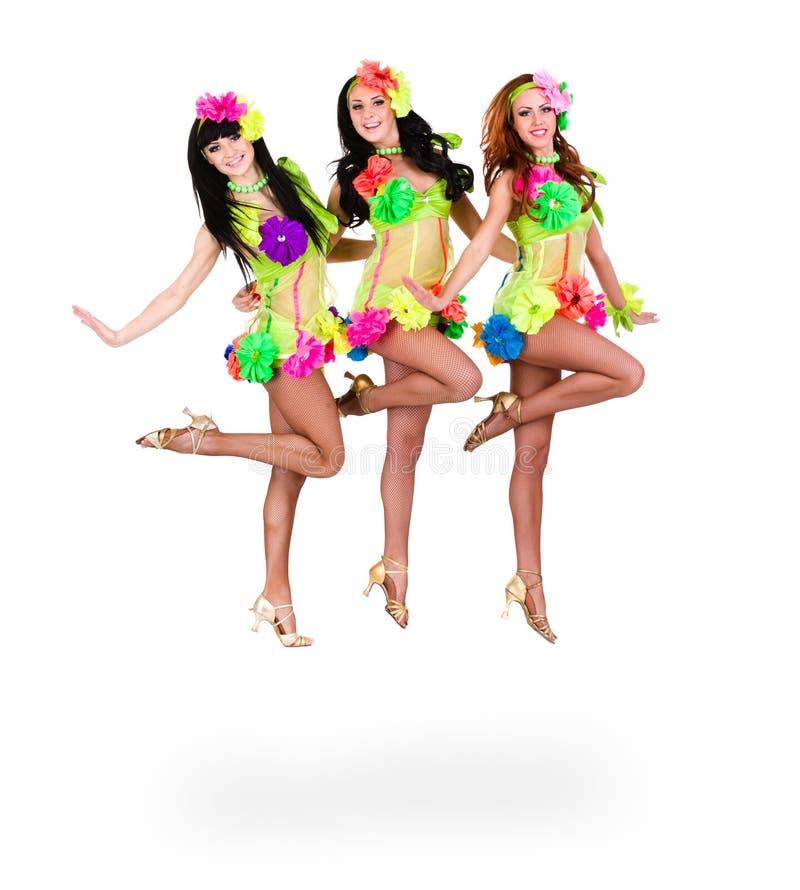 Hoppa för tre härligt karnevaldansarekvinnor royaltyfri foto