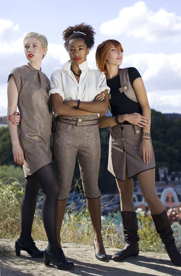 Tre härliga kvinnor fotografering för bildbyråer