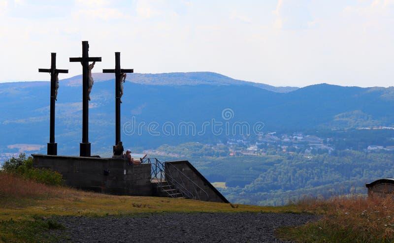 Tre kors på Kreuzbergen i Tyskland arkivbild