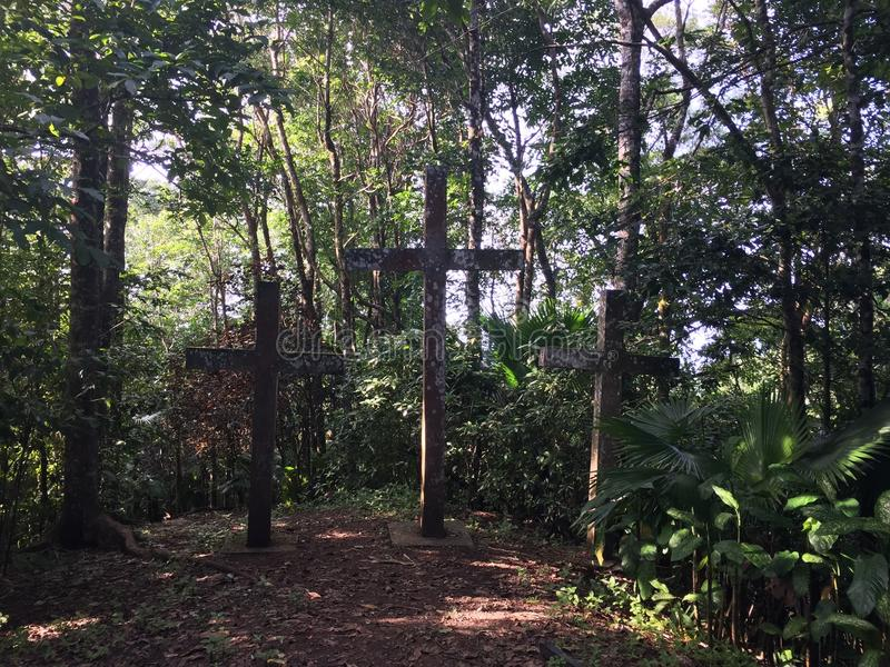 Tre kors på Mt Bandilaan arkivfoton