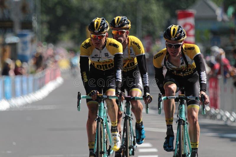 Tre löpare av Tour de France arkivfoto